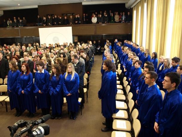 Diplomiralo 240 studenata