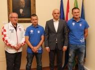 Gradonačelnik Puljašić ispratio požeške ribolovce u lov na zlatnu medalju