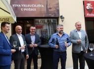 Gradonačelnik Puljašić kum kvalitetnog Chardonaya u novom vinskom boutique požeškog Veleučilišta