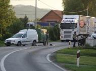 Motorom se zabili u VW Caddy, suvozačica ostala priklještena ispod vozila