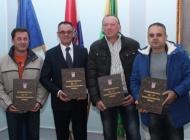 Knjigu prezentirali i donirali županu Tomaševiću koji je pomogao njen izlazak