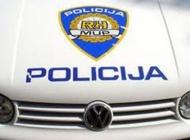 Nepropisnom vožnjom unatrag neregistriranim teretnim Mercedesom udario u Renaulta